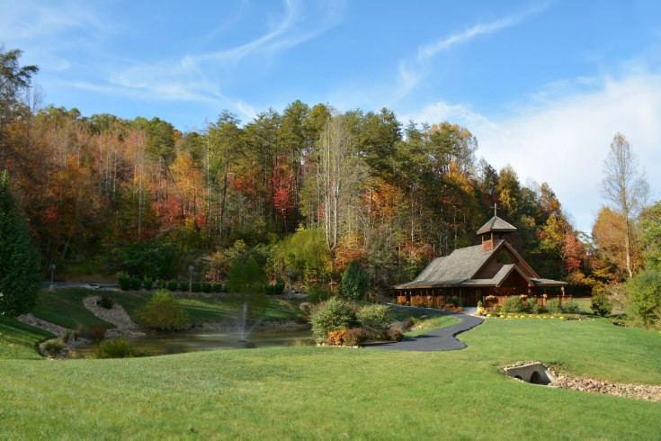 Home Gatlinburg S Little Log Wedding Chapel